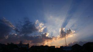 Matahari tenggelam diambil dari sekitar Gandok, Siliwangi, Bandung. © Alfan Nasrulloh
